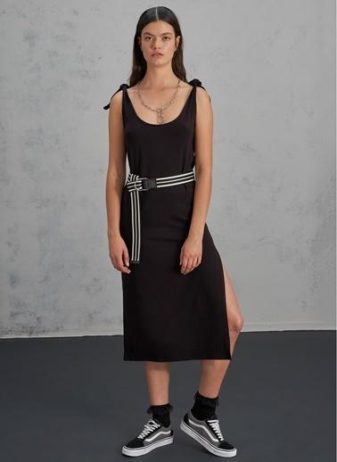 Pi π Bağlama Ve Yırtmaç Detaylı Elbise Siyah